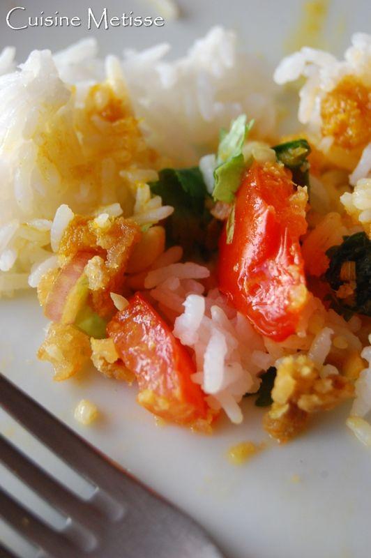 Salade de miettes de poisson croustillantes yam plaa for Salade poisson