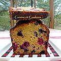 Cake au levain liquide, miel et <b>fruits</b> <b>rouges</b>