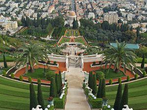 800px-Bahá'í_gardens_by_David_Shankbone