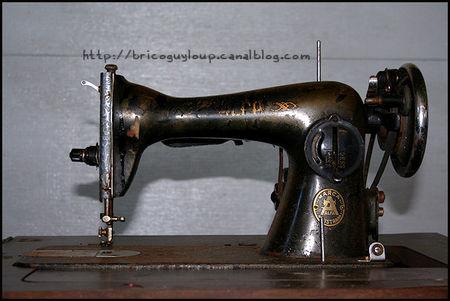 Forum de la machine coudre ancienne forum g n ral - Comment mettre une canette dans une machine a coudre singer ...