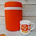 Vintage ... Glacière ou Boite <b>isolante</b> Orange MOBIL
