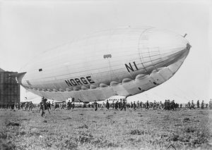 Norge_airship_on_ground_1926