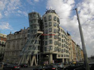 La maison dansante Vue du Pont La Place et Le quai