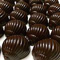 Escargots <b>chocolat</b> <b>noir</b> insert croustillant au <b>chocolat</b> au lait