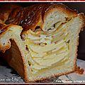 Cake brioché aux <b>pommes</b> et fromage blanc
