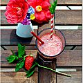 Smoothie vitamin fraise-pamplemousse-menthe