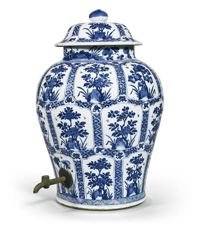 A blue and white 'Floral' jar and cover, Qing dynasty, Kangxi period (1662-1722)