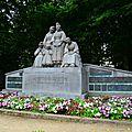 Pont l'Abbé : Monument <b>dédié</b> aux Bigoudens