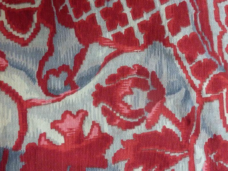 Tissu ancien fleuri motif de velours drap les ateliers for Tissus ameublement velours motif