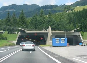 800px-Gotthard_Road_Tunnel_Switzerland