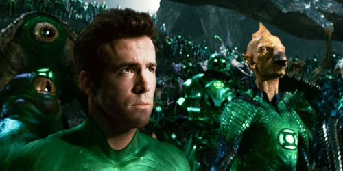 Ryan Reynolds en compagnie des Green Lantern