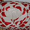 coussin ancien <b>broderies</b> <b>richelieu</b> sur lin satin rouge 