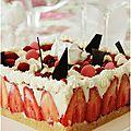 Gâteau mousse au chocolat <b>blanc</b>, citron vert, fraises et framboises....