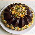 Couronne fondante <b>courgette</b>-chocolat aux fruits exotiques
