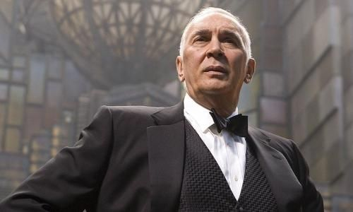FRANK LANGELLA dans Superman Returns