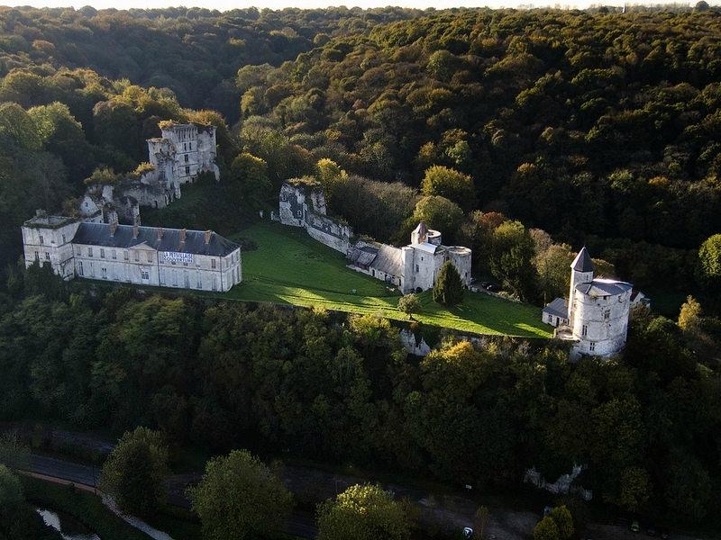 CHATEAU DE TANCARVILLE: Les FOOTEUX PARISIENS s'en foutent du patrimoine normand…