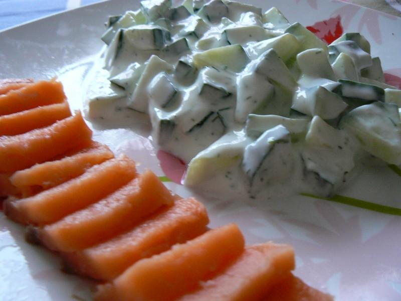 Salade de concombre la menthe ma p 39 tite cuisine for Entree crudite originale