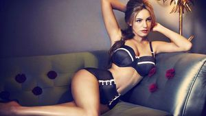 Kelly-Brook-for-New-Look-underwear-0112-11