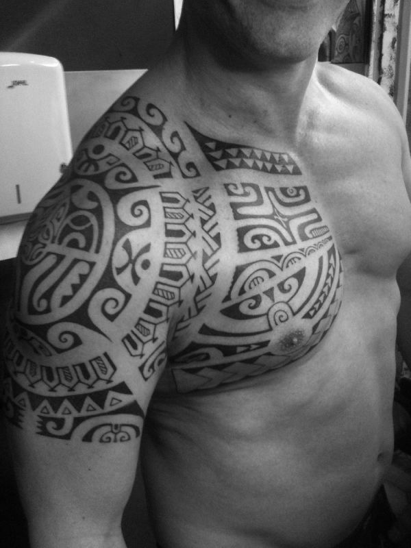 tatouage bras homme tattoo maori zlub picture to pin on pinterest thepinsta. Black Bedroom Furniture Sets. Home Design Ideas