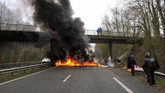 Nantes feu sur la route