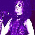 1971 - Alice Cooper fait dans la dentelle !