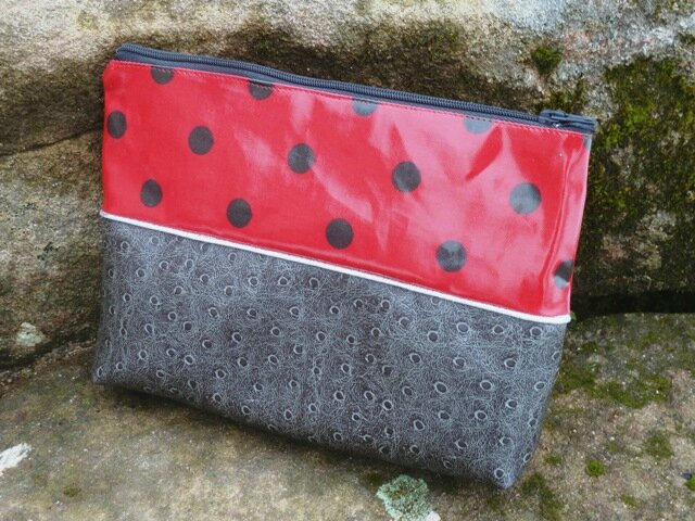 trousse maquillage rouge simili