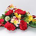 Fleurir une tombe, un cimetière : <b>Raquette</b> de fleurs pour cimetière en fleurs artificielles