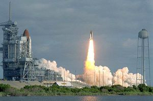 sts31_carries_hubble_to_orbit91