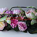 Raquette de fleurs originale pour fleurir le cimetière avec des fleurs artificielles