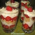 Verrines aux fraises, mascarpone, palets breton... Trifles sablés aux fraises du jardin