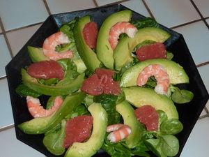 Petite salade de m che aux crevettes avocat et pamplemousse par le sachet d 39 pices - Comment presenter des crevettes en entree ...