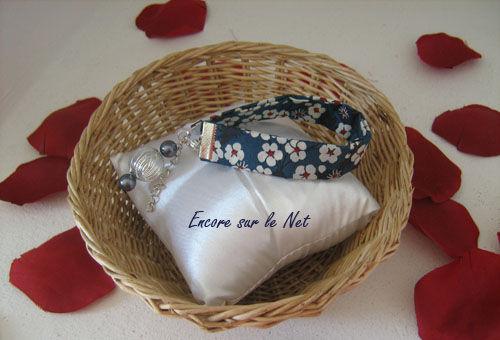 bracelet en tissu liberty bleu marine. Black Bedroom Furniture Sets. Home Design Ideas