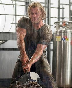 Chris Hemsworth est Thor