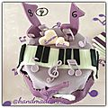 Violetta party: sweet table, pinata cake, photobooth et <b>chasse</b> au micro de Violetta!
