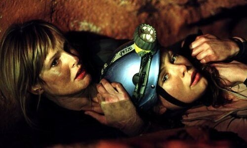 MyAnna Buring et Saskia Mulder dans The Descent