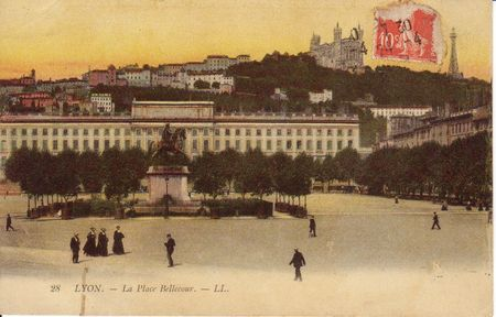 Lyon_Place_bellecour_1_