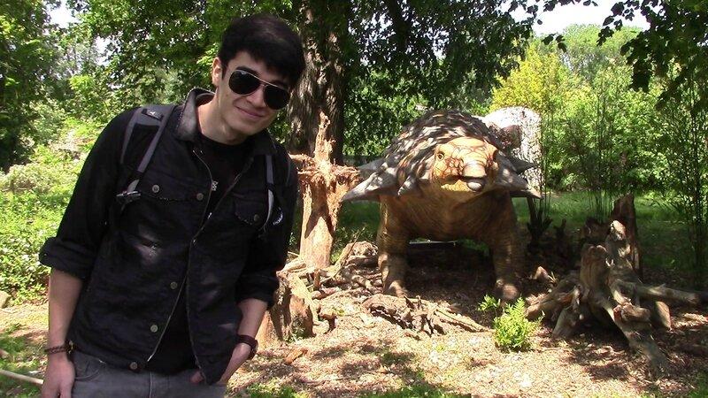 Mon chéri face à un dinosaure , il est traumatisé !
