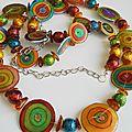 Collier <b>sautoir</b> aux couleurs multicolores en plastique dingue