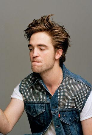 Robert Pattinson 37975537_p
