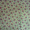 1794 <b>Tissu</b> <b>ancien</b> petites roses <b>anciennes</b> sur fond jaune