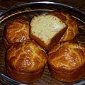 Mini cakes ou muffins de <b>saumon</b> <b>fumé</b> au boursin et ciboulette