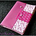 Du simili cuir souple rose ... des baleines roses ... un protège-carnet de santé élégant pour fille !