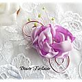 <b>Broche</b>, boutonnire fleur mauve fil aluminium rose, perles anis