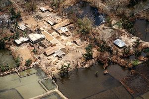 800px-Flooded_village_after_1991_cyclone