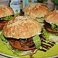 hamburger au <b>saucisson</b> à la pistache