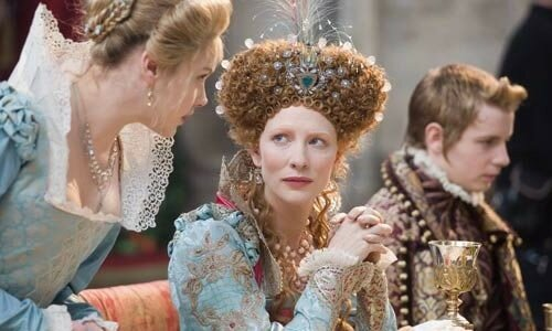 Cate Blanchett (au centre) dans Elizabeth : The Golden Age