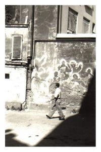 Cit__du_Labyrinthe_noir_et_blanc