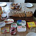 Un peu de fromage sur votre nutella ? Le <b>petit</b> <b>déjeuner</b> danois !