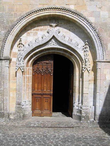 450px_Abbaye_saint_sauveur_porche
