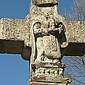 Saint Hilarian d'Espalion (Aveyron) portant sa tête dans ses mains comme tant de saints céphalophores.